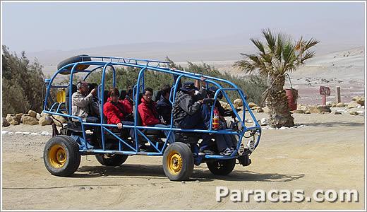 Autos in den Wüsten von Ica Peru